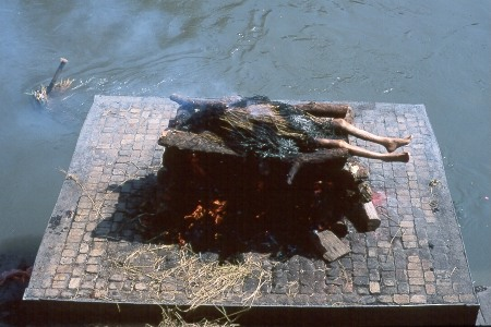 nepal-pashupatinath-bagmati-river-kathmandu-funeral-pyre-cremation